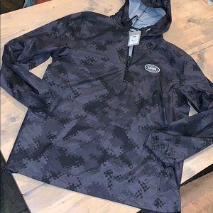 NWT men's winded J half zip pullover